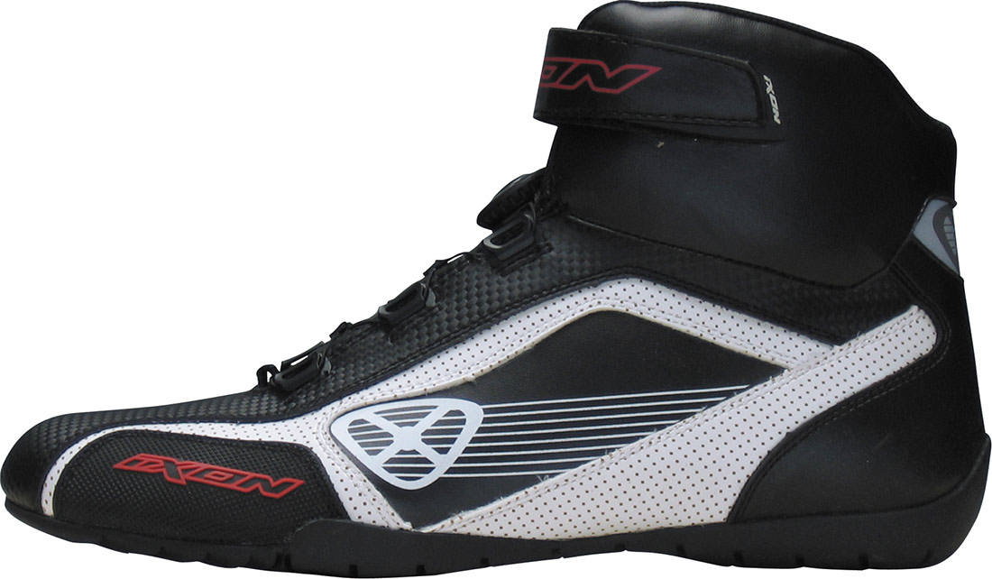 Les baskets Ixon Assault offrent un look mi-Racing mi-sportswear