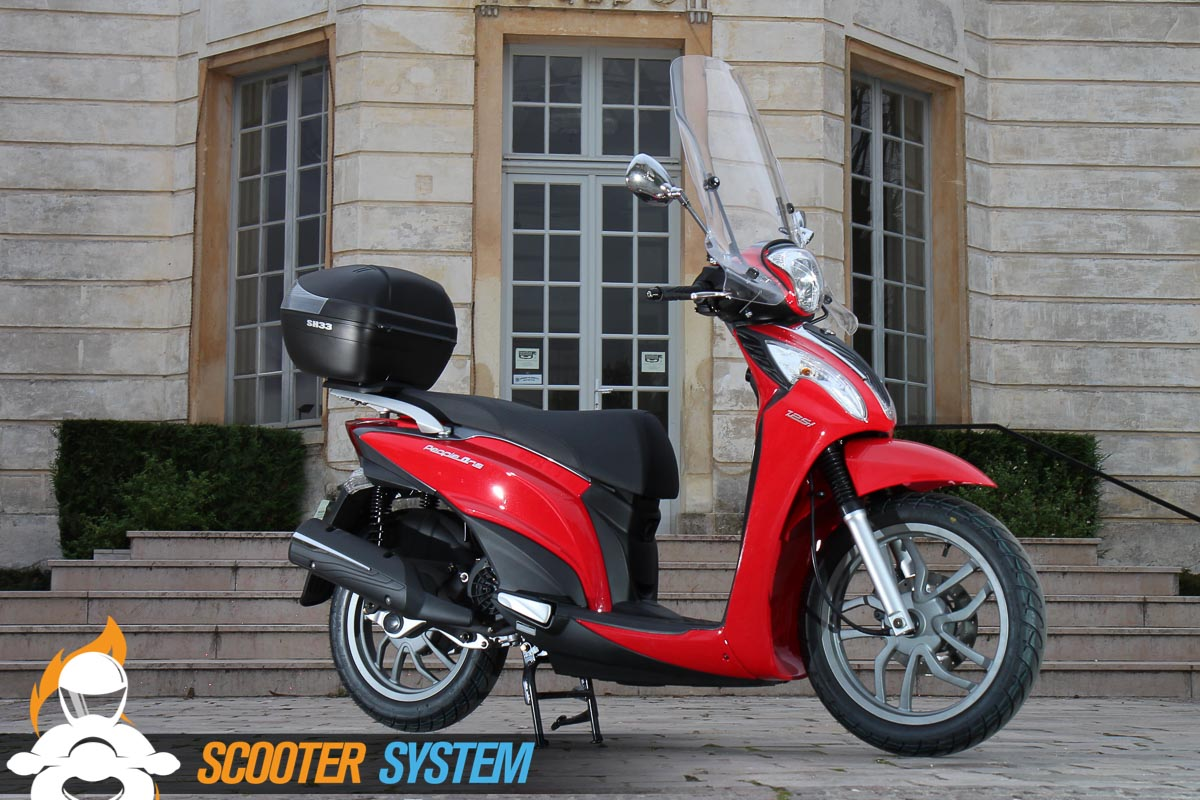 Le Kymco People One est disponible en coloris rouge ou blanc