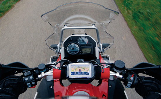 Kit GPS So Easy Rider V4 sur un guidon de moto (housse)