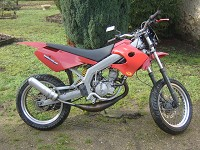 Derbi Supermotard Red Metrakit Racer de Yanckees18 - 1