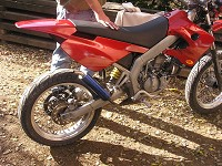 Derbi Supermotard Red Metrakit Racer de Yanckees18 - 2