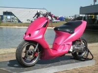 Piaggio NRG MC2 Hello Kitty Style (perso-15997-11_07_27_13_33_11)