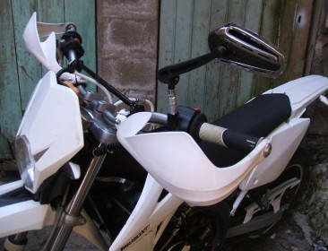 Rieju MRT 50 SM White & Black / Top & Stage6 (perso-20976-51a02f6b)