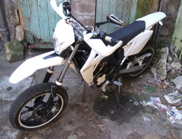 Rieju MRT 50 SM White & Black / Top & Stage6 (perso-20976-feaaa7a6)