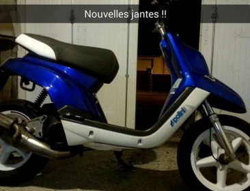 Avatar du Yamaha Bw's Original 12 pouces Blue And White