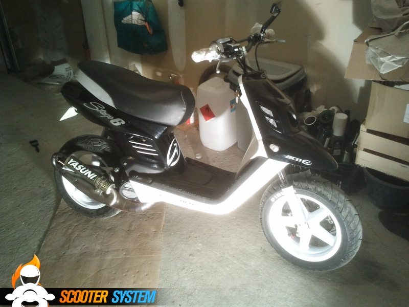 Scooter neuf MBK BOOSTER NAKED 12 pouces BCD. - LAtelier du Scoot